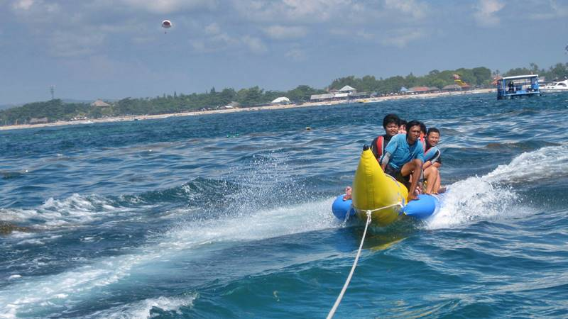 How to Enjoy Banana Boat in Tanjung Benoa 1